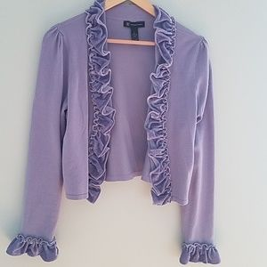 Light purple sweater with velour ruffle